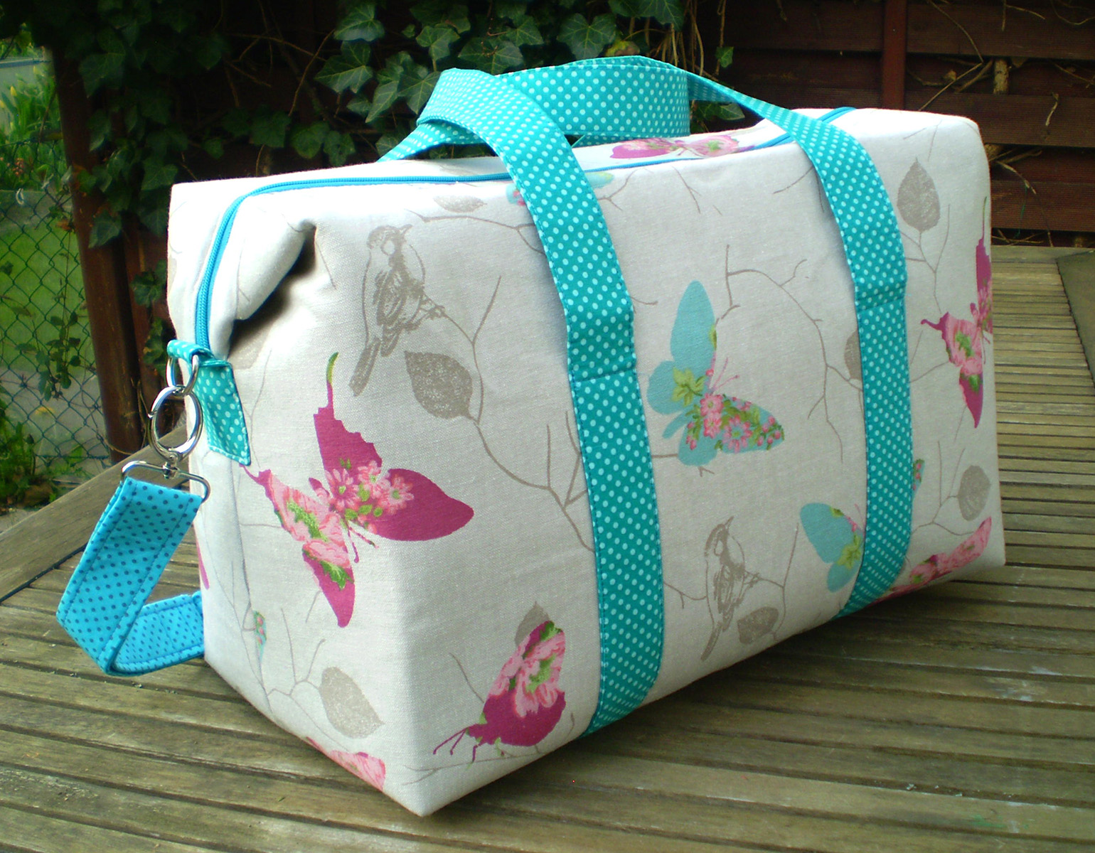 Sew Sweetness Emblem Duffle Bag, sewn by Margareth of Maggie Made Bags