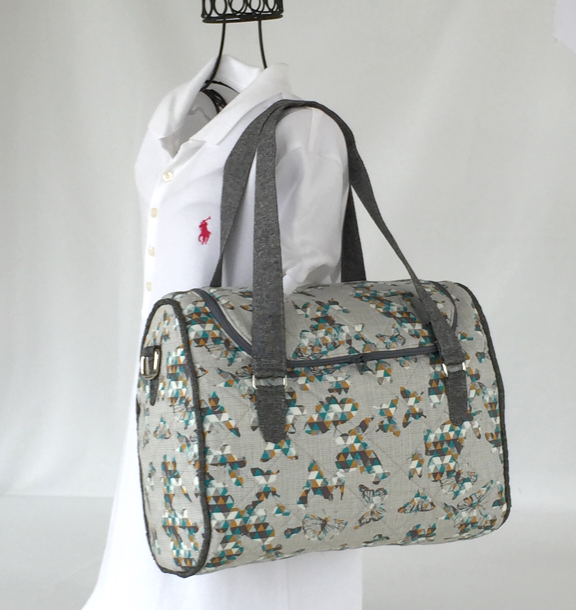 Sew Sweetness Tortoise Bag sewing pattern, sewn by Cindy of Raspberry Sunshine